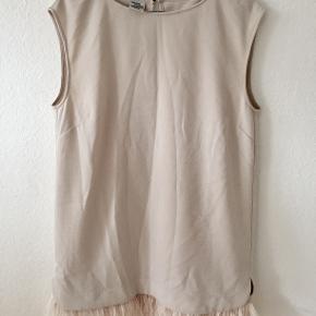 Jeg sælger denne kjole fra Baum und Pferdgarten i str. 38. Den er aldrig brugt. Flere billeder kan tilsendes.   Mp 300kr