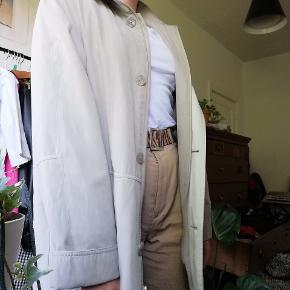 Beige oversized Vintage jakke fra mærket Ann Miller.