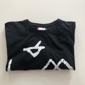 Basic. Sort T-shirt. Str. L. Kan sendes mod betaling af porto kr. 40,00 med DAO.