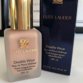 Estée Lauder Double Wear Stay-in-Place foundation Farve: 2C2 Pale Almond Aldrig brugt