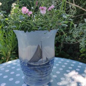 Stor flot vase fra Bing og Grøndahl. 💙  Kan med fordel bruges med potteplante i🌿🌱 byd gerne