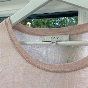 Iro langærmet T-shirt i rosa str. XS/34 (passer en small, da den er lidt oversize). Stryges gerne inden forsendelse☺️