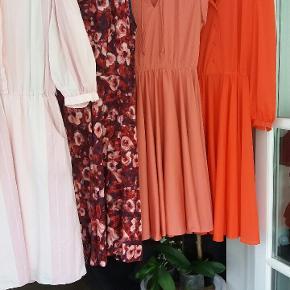 Vintage kjoler i mange farver og str. Priser på disse 4 er kr 150 pr stk