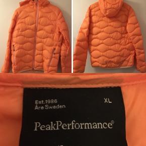 Peak overgangs jakke  Været på ca 3 gange , fejler ikke noget  Ønsker ingen bud tak
