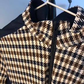 BAUM UND PFERDGARTEN Bluse med lynlås, str.36  Sælger for 199,-