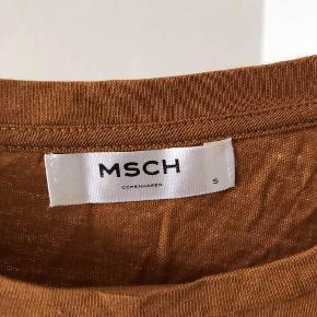 'HAUTE COUTURE' t-shirt i brun; hvid og sort <3  - trøjen er i rigtig fin stand og trænger bare til en omgang strygning :)