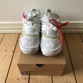 THE 10: Nike Air Presto fra samarbejdet mellem Nike og Off White. Størrelsen er 41 og alt originalt medfølger. Skoen er brugt en håndfuld gange.