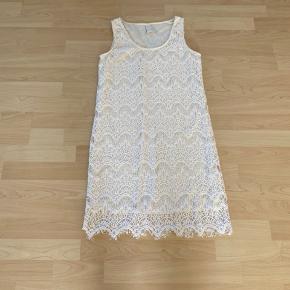 Utrolig smuk og elegant kjole