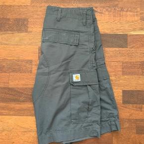 Sælger disse super fede grå cargo shorts fra Carhartt Str 32/32 Næsten som ny Prisen er fast
