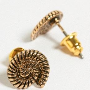 Små Swirl / Snail sticks fra UO. sælges for ca 1/2 pris (Nypris 90,-) Porto r 10,- såfremt brevpost via postnord.