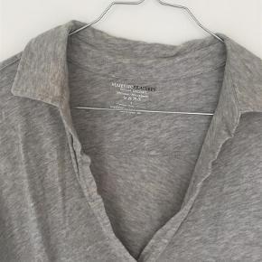 Varetype: Bluse Størrelse: 4 Farve: Grå  30% cashmere 70% bomuld  Sender med DAO.