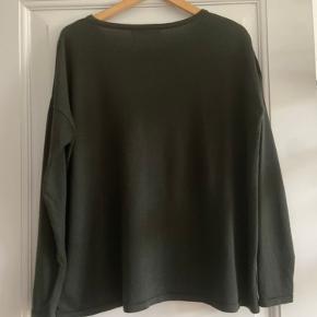 Bluse i 100% merino extrafine wool, brugt få gange. Løs pasform.