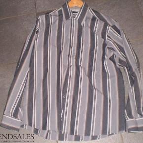 Brand: Dynasty Varetype: Skjorte lange ærmer Størrelse: M 39/40 Farve: Stribet  Fed skjorte brugt 1-2 gange.
