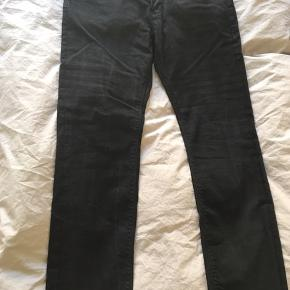 Helt nye Hilfiger jeans str. 34/32. Aldrig brugt kun vasket. Nypris: 1000