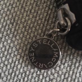 Mega flot Stella McCartney pung som næsten ikke er brugt og er i rigtig god stand:)🦋🌻 byd🙂 #30dayssellout