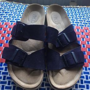 Fine sandaler, kun brugt en dag, men det kan man selvfølgelig se.