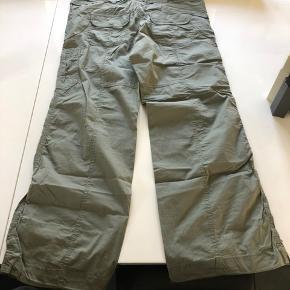 Nye, elastisk stræk stof, dd kan spændes i d ved foden, lækker kvalitet