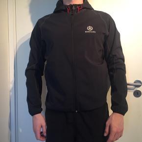 Næsten aldrig brugt, men jakken er relativ tynd god til forår/sommer!  BYD gerne, køber betaler selv fragt