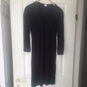 Sort kjole fra Rutzou