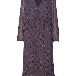 Super sød kjole fra Noa Noa, brugt en enkelt gang.Nypris 1000 Kr.  Køber betaler fragten.  Handler over mobilepay.
