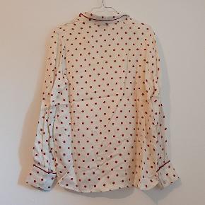 Fin silkeskjorte