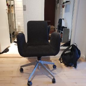 Lækker og god kontorstol med lille 'vippe' funktion.