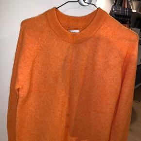 Orange sweater fra Envii, aldrig brugt.