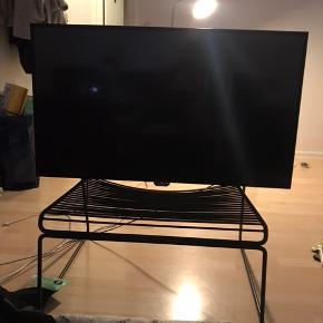 """Phillips 42"""" tv Nypris 4.500   Der medfølger ikke fødder til tv- men vægophæng medfølger ved køb."""