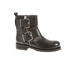 Fede støvler fra Billi Bi i str. 37. De er brugt en del, men er i rigtigt god stand. Noget af den sorte farve bagpå støvlerne (ikke læderet, men træsålen) er slidt af, men ellers er der intet galt med dem ☺️ Spørg for flere billeder! De er passet regelmæssigt med læderpleje 🌸