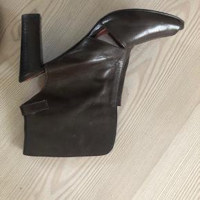 Så lækre høje sandaler i læder. Nypris 799kr