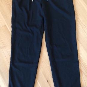 Klassiske buks med elastik og bindebælte i taljen - 2 snydelomner bagpå - let materiale