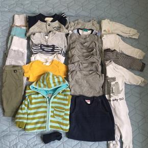 Tøjpakke i str 62 eller hvad der svarer dertil. Mærker som molo, joha, H&M, VSR, babygab, ect Noget aldrig brugt, kun vasket, noget som nyt og andet brugt. 5 par bukser. 7 langærmet bodyer. 1 kortærmet Body. 2 bluser. 1 kortærmet bluse. 1 trøje der matcher et af bukserne. 1 jakke. 4 natdragter. 1 køredragt. 1 par strømper 1 heldragt uden ærmer.  Sælges kun samlet for 230, fast pris