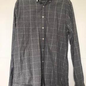 """Grå Tommy Hilfiger skjorte i """"New York Fit"""". Dejlig blød kvalitet. Brugt ca. 4 gange."""