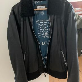 Soulland soft leather jacket with removable collar. Great for winter and summer look