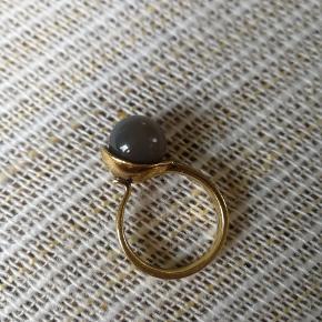 Super smuk fingerring i guld 925. Kan desværre ikke passe den efter jeg har født.  16.5 mm indvendig mål.