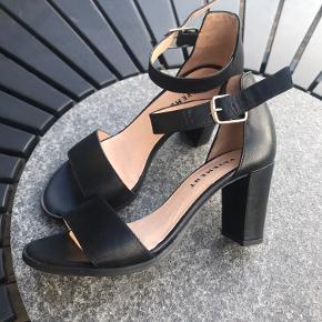 Skind sandaler Pavement str 37 , brugt gang