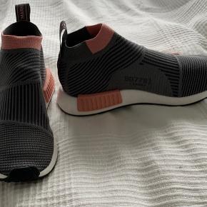 Fedeste sneakers grå med lyserød Nypris var DKK 1499