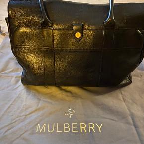 Mulberry pocket bayswater Limited edition, sort læder Tasken er i pæn stand og har stadig mange år endnu. Der følger dustbag med Billeder i kommentar Spørg for flere billeder.