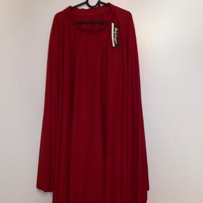 Nederdel til standard-dans  Aldrig brugt, købt i New York i Capezio. man kan lade den være som den er eller sy den om lige som man ønsker den, så den passer en hver smag Utroligt meget stof så ser rigtig flot ud på gulvet (ved det fordi jeg har min egen i sort)