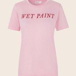 stine goya wet paint t-shirt, np 500 kroner. sælges da den ikke lige er mig