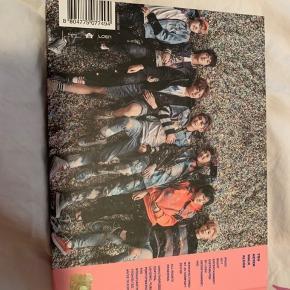 BTS You never walk alone pink version. Albummet er i rigtig god stand og uden fotokort  Køber betaler fragt ellers kan jeg også mødes i Aarhus   Prisen er ikke fast, så skriv hvis du er interreseret og vi finder ud af noget :)