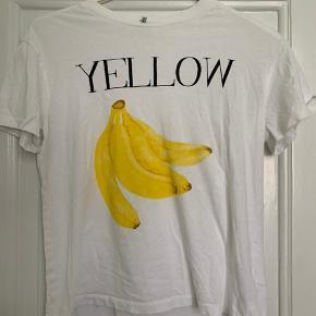 Klassisk ganni t-shirt. Sælges da jeg ikke får den brugt. :)