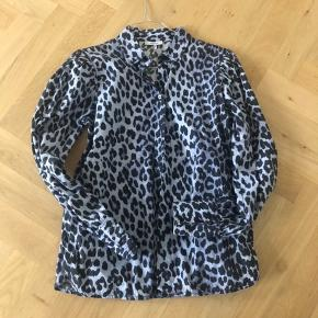 Blå leopard skjorte fra Ganni   Brugt 2 gange.