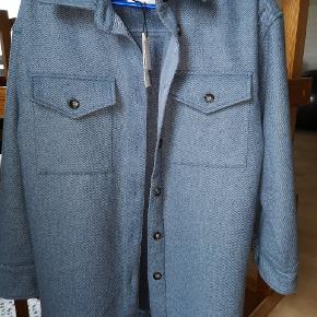 rizzo jakken fra Mbym  Str xs /S oversized model En størrelse M vil godt kunne passe den.