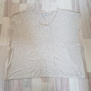 Only trøje med guld svagt glitter str. M. Brugt en gang.