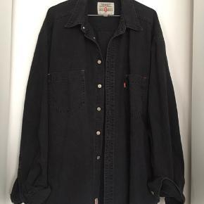 Red tab jakke skjorte - passer også large og XL for oversize look