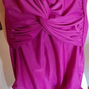 Pinkfarvet badedragt, ny Esmara. Med faste skåle
