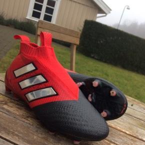 Fine fodboldstøvler str 37. Kun brugt få gange.