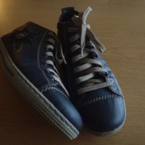 Skønne sneakers/ankelstøvler i mørkeblåt skind. Helt almindelig str.41