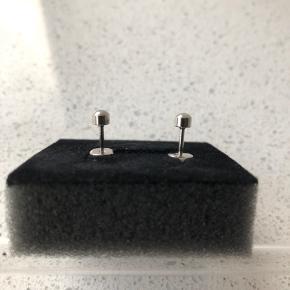 Fine nye øreringe i sølv Porto 10 kr.
